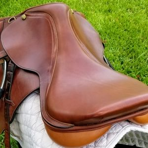 """Dover Circuit 17"""" Hunt seat. Med. Brown"""